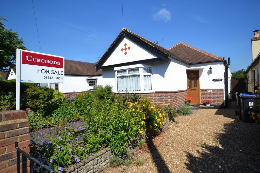 2 Bedrooms Detached Bungalow for sale in West Byfleet