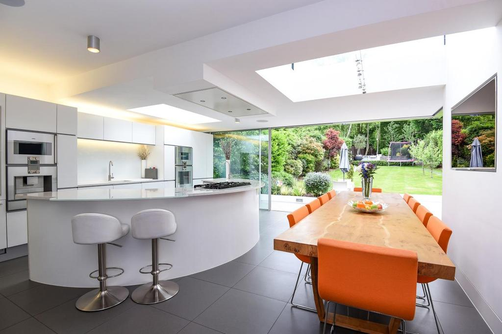5 Bedrooms Detached House for sale in Eversley Crescent, Winchmore Hill