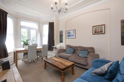 2 bedroom flat for sale - Old Park Road, Palmers Green, N13