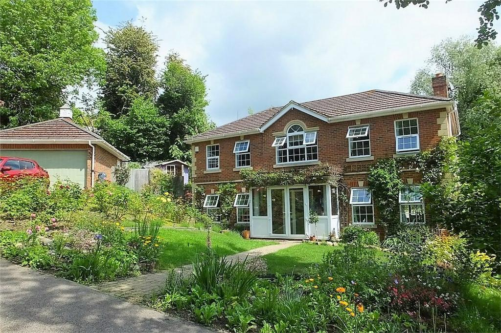 4 Bedrooms Detached House for sale in Broad Buckler, ST LEONARDS-ON-SEA, East Sussex