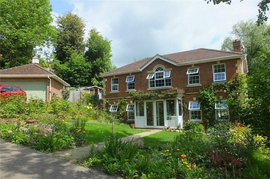 4 Bedrooms Detached House for sale in Broad Buckler, ST LEONARDS-ON-SEA, East Sussex