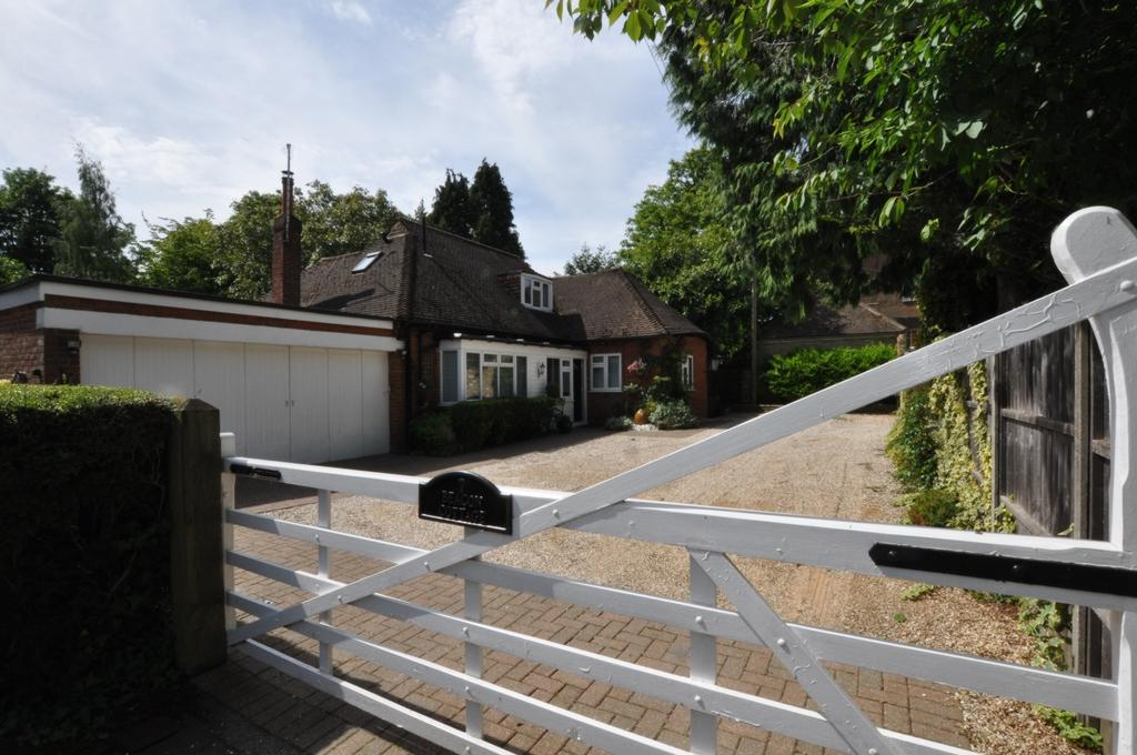 4 Bedrooms Detached House for sale in Lower Bury Lane, Epping, CM16
