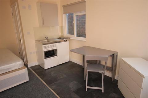 Studio to rent - Selmeston Place, Brighton