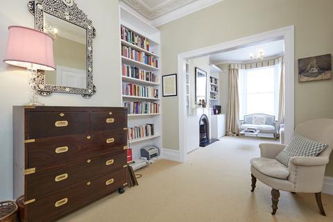 3 bedroom terraced house for sale - Westville Road, Shepherds Bush, London, W12