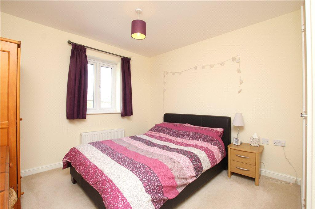 Stirling court bracken way malvern wr14 2 bed apartment for Apartments with two master bedrooms