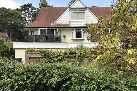 2 bedroom flat for sale - Queens Park Avenue, Bournemouth, BH8