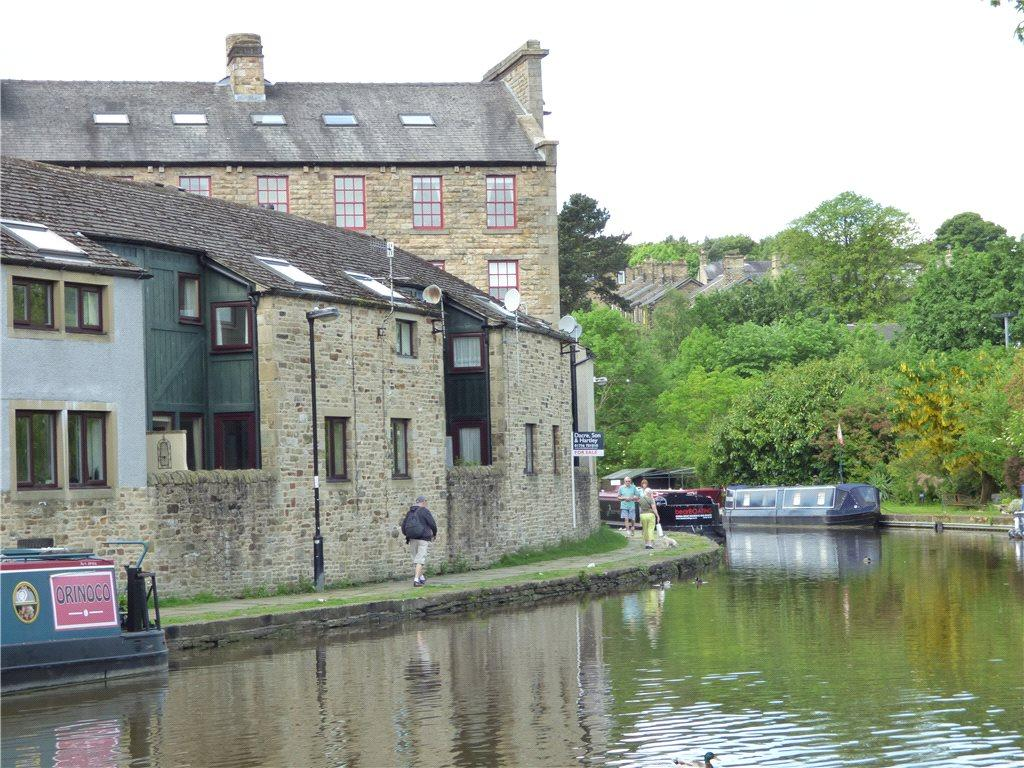 2 Bedrooms Town House for sale in Counting House Mews, Belmont Wharf, Skipton