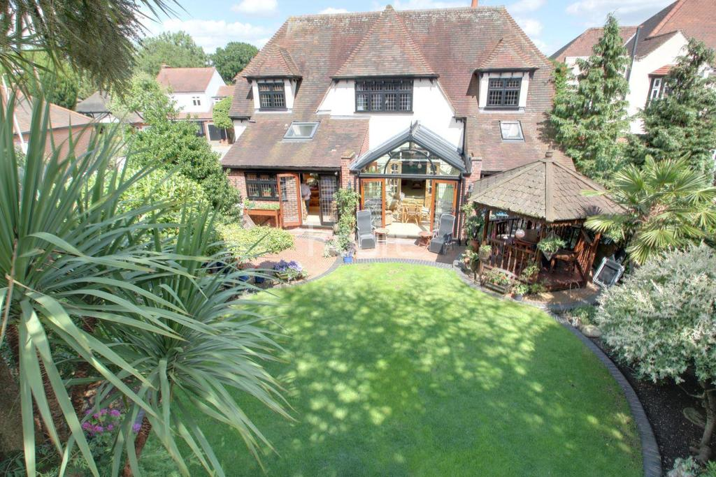 4 Bedrooms Detached House for sale in Lake Rise