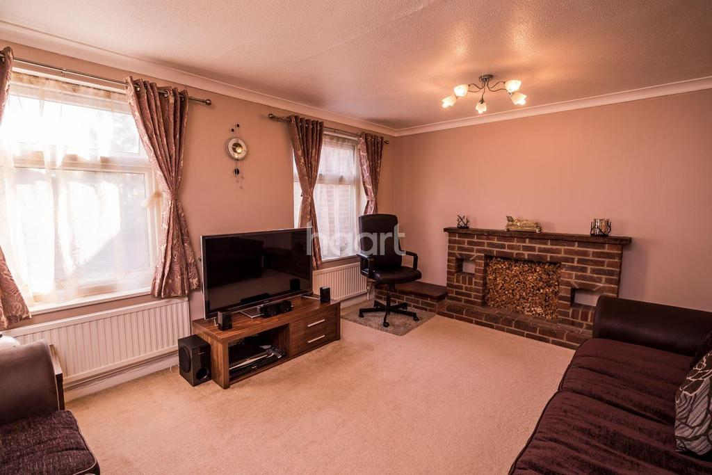 3 Bedrooms End Of Terrace House for sale in Dales Road, Borehamwood
