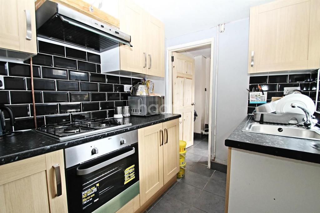 2 Bedrooms Terraced House for sale in Craig Street, Peterborough