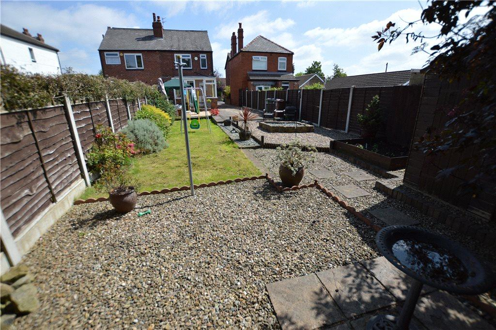 2 Bedrooms Semi Detached House for sale in Appleton Grove, Leeds