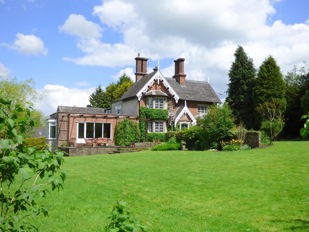 5 Bedrooms Link Detached House for sale in Sandybrook, Ashbourne