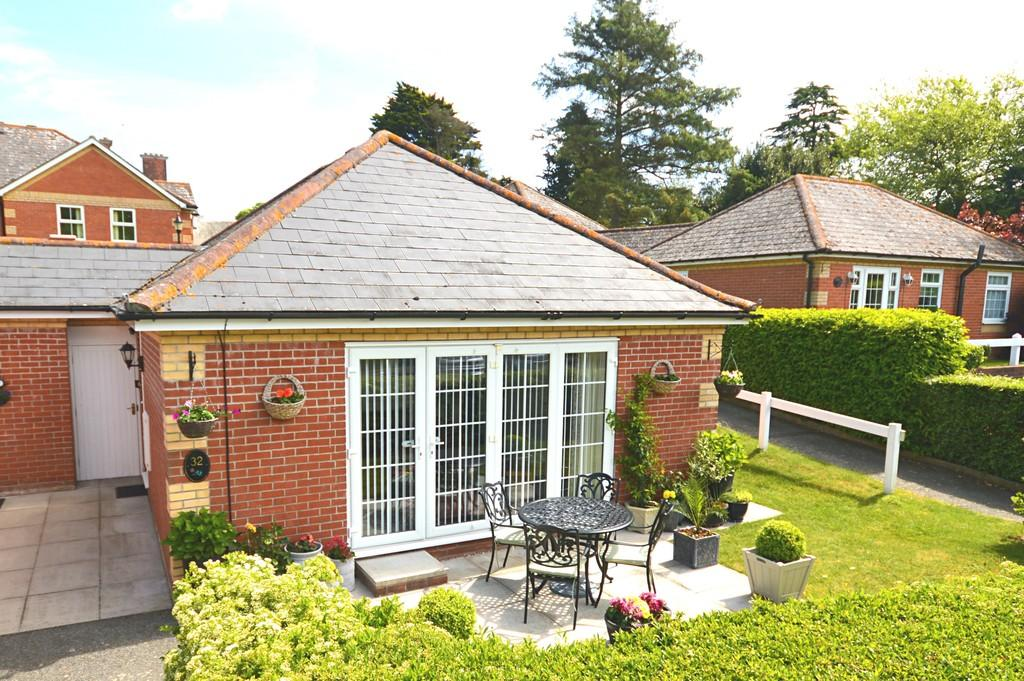 2 Bedrooms Semi Detached Bungalow for sale in High Oaks, Ramsey, Harwich, CO12 5ER