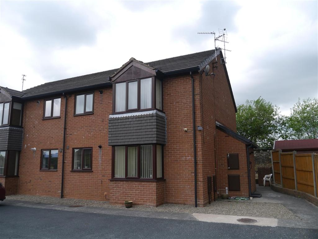 2 Bedrooms Flat for sale in Nant Court, Coedpoeth, LL11 3TJ