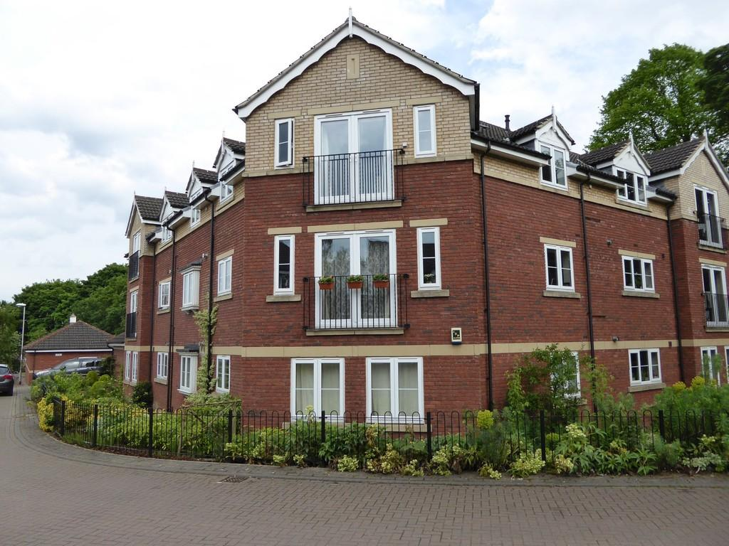 2 Bedrooms Apartment Flat for sale in 16 Chestnut Gardens, Morley, LEEDS, West Yorkshire
