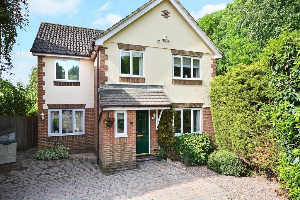 4 Bedrooms Detached House for sale in Turner Close , Burpham