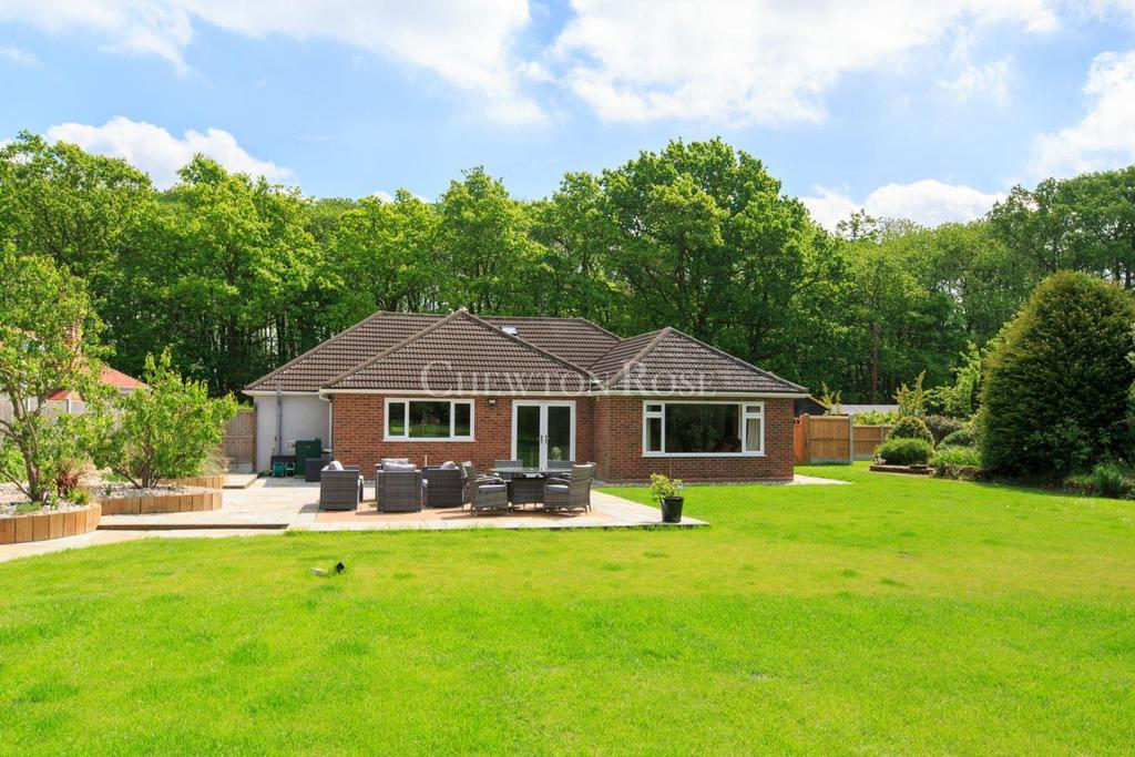3 Bedrooms Bungalow for sale in Colchester
