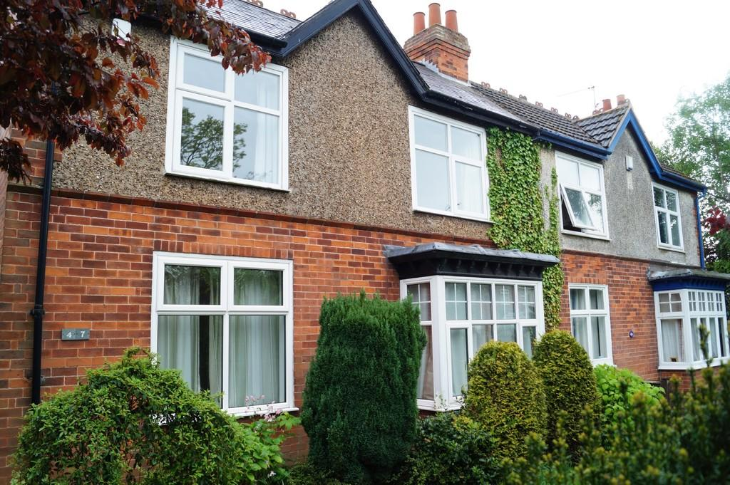 3 Bedrooms Semi Detached House for sale in Skellingthorpe Road, Lincoln