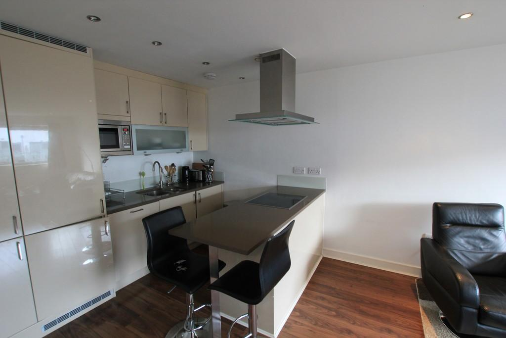 2 Bedrooms Flat for sale in Monument Court