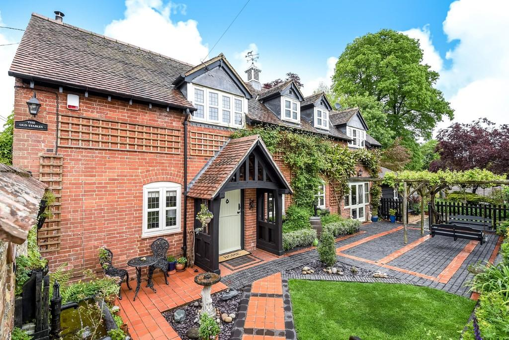 3 Bedrooms Detached House for sale in Manor Road, Gussage St. Michael