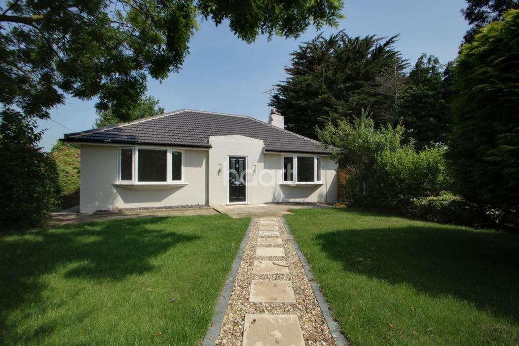 3 Bedrooms Bungalow for sale in Ipswich Road, Brantham, Manningtree, Essex