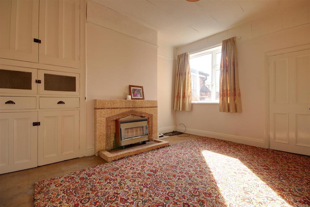 3 Bedrooms End Of Terrace House for sale in Beverley Road, Hessle
