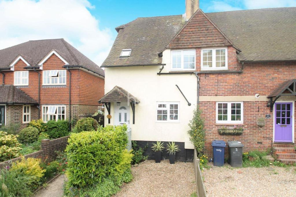 3 Bedrooms End Of Terrace House for sale in Grove Road, Beacon Hill, HIndhead, Surrey