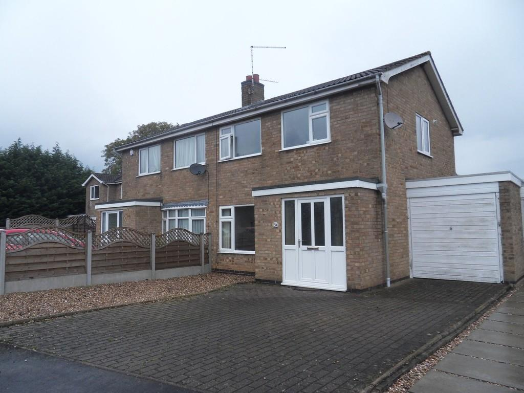 3 Bedrooms Semi Detached House for sale in Chestnut Close, Syston