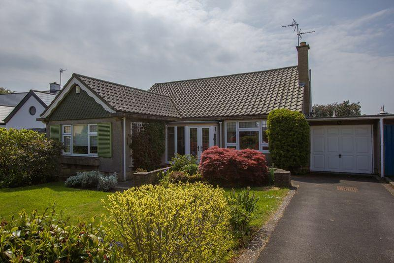 3 Bedrooms Detached Bungalow for sale in Llandaff Close, Penarth