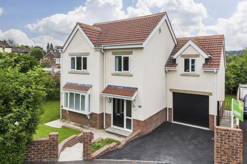 4 bedroom detached house for sale - Green View, Leeds