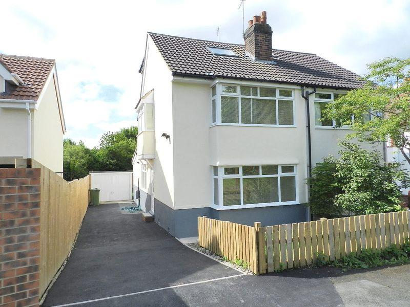4 Bedrooms Semi Detached House for sale in Green View, Leeds