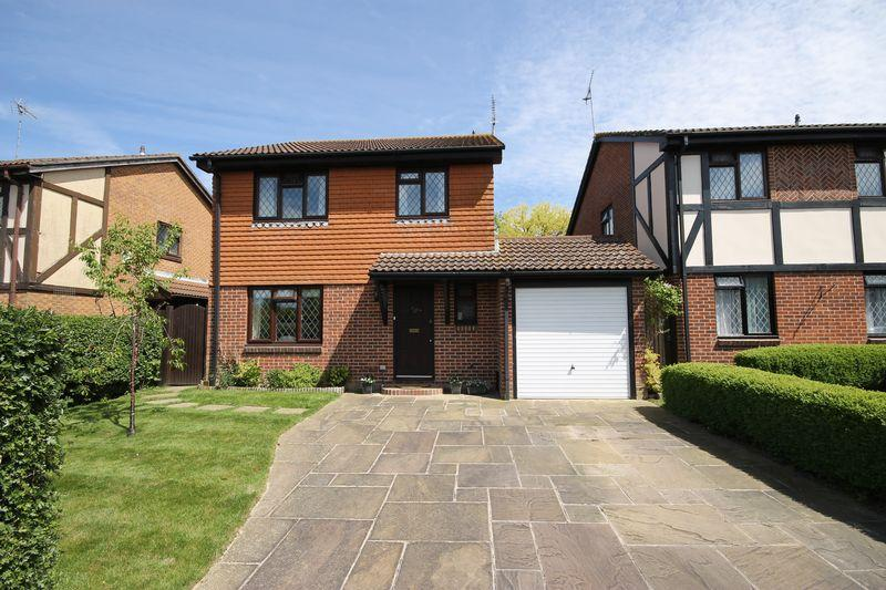 4 Bedrooms Detached House for sale in Lillywhite Close, Burgess Hill, West Sussex.