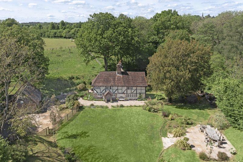 4 Bedrooms Detached House for sale in Copyhold Lane, Cuckfield