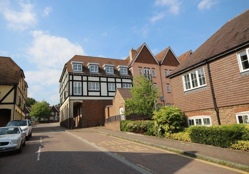 1 Bedroom Flat for sale in Middle Village, Haywards Heath