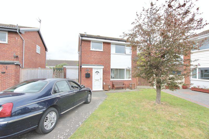 4 Bedrooms Detached House for sale in Grasmere Close, Prestatyn