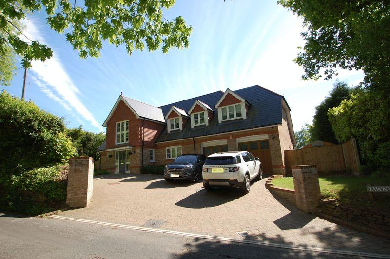 5 Bedrooms Detached House for sale in Hatch Lane, Liss