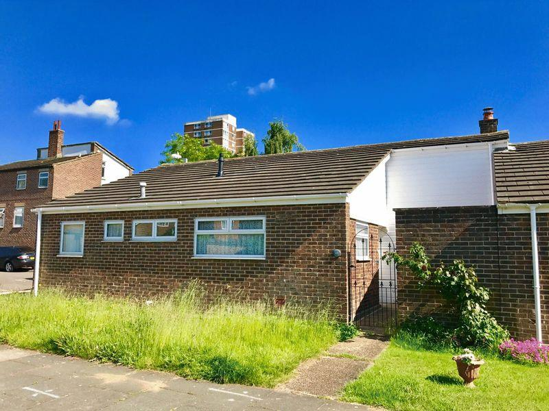 3 Bedrooms Bungalow for sale in Willowfield, Harlow
