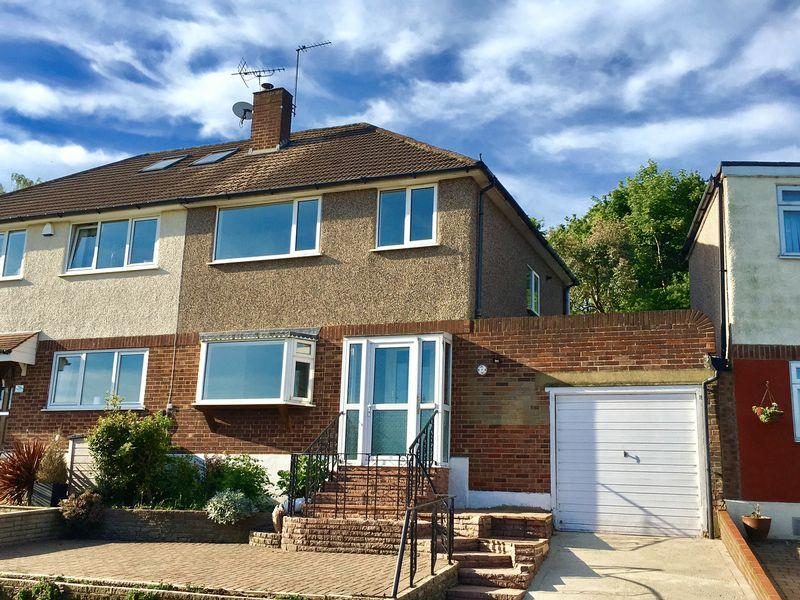 3 Bedrooms Semi Detached House for sale in Love Lane, Bexley