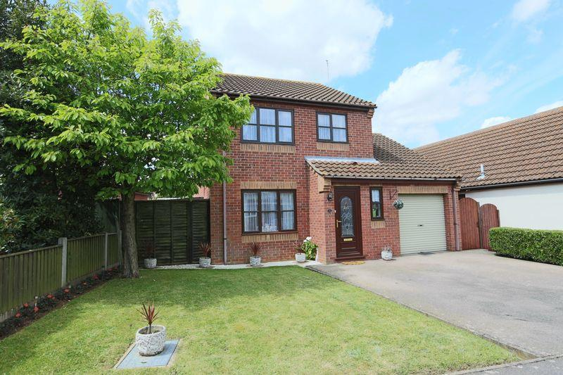 3 Bedrooms Detached House for sale in Swallowfields, Lowestoft