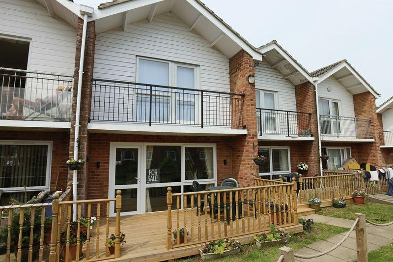 3 Bedrooms Terraced House for sale in Waterside Holiday Park, Lowestoft