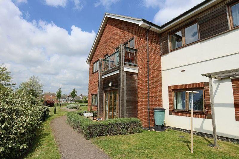 2 Bedrooms Apartment Flat for sale in Marram Green, Lowestoft