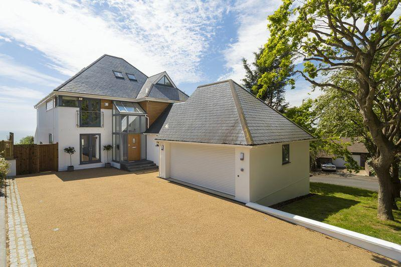 6 Bedrooms Detached House for sale in Hythe
