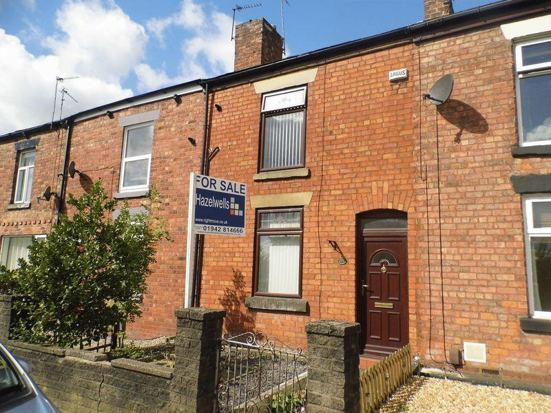 2 Bedrooms Terraced House for sale in Leigh Road, Weshoughton, Bolton