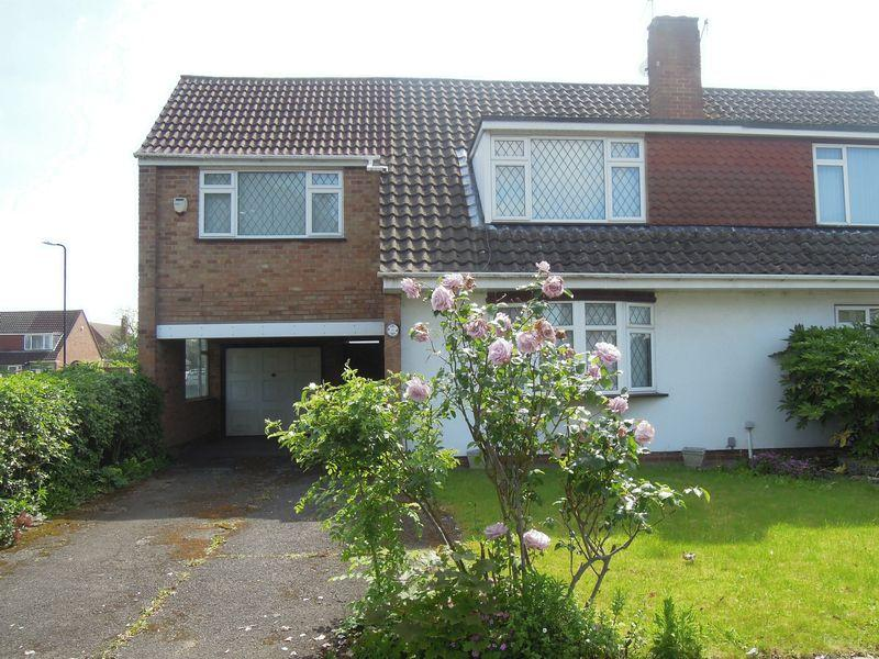 4 Bedrooms Semi Detached House for sale in Thames Road, Langley.
