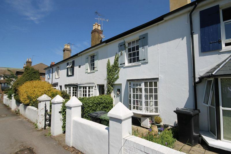 2 Bedrooms Terraced House for sale in LEATHERHEAD