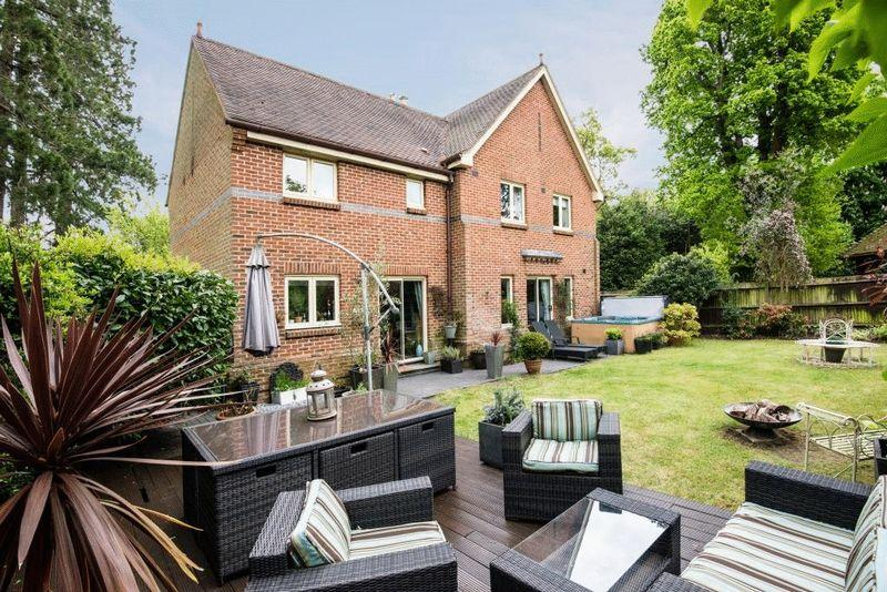 5 Bedrooms Detached House for sale in CAPEL, Nr DORKING