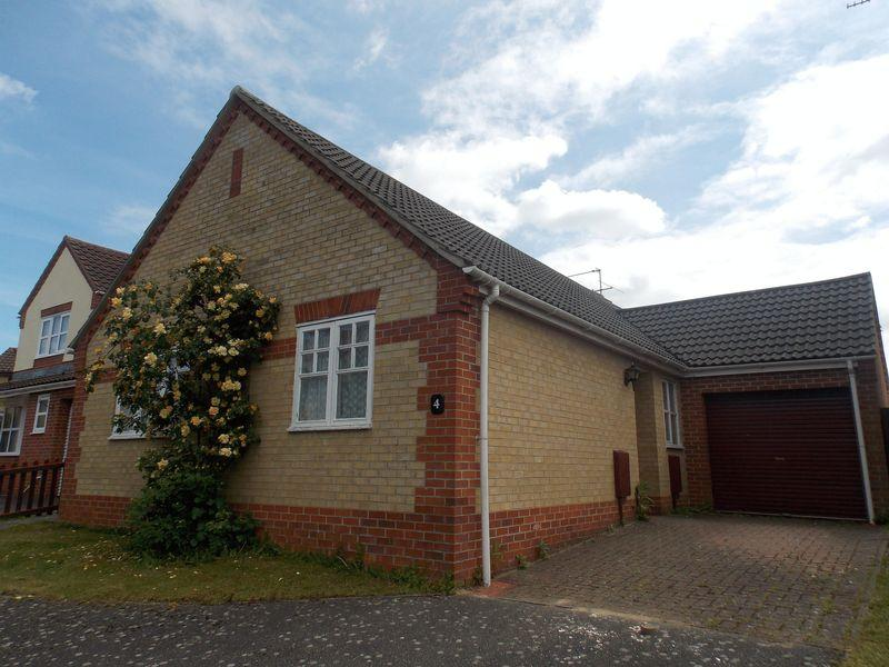 3 Bedrooms Bungalow for sale in Pheasant Close, Thurston