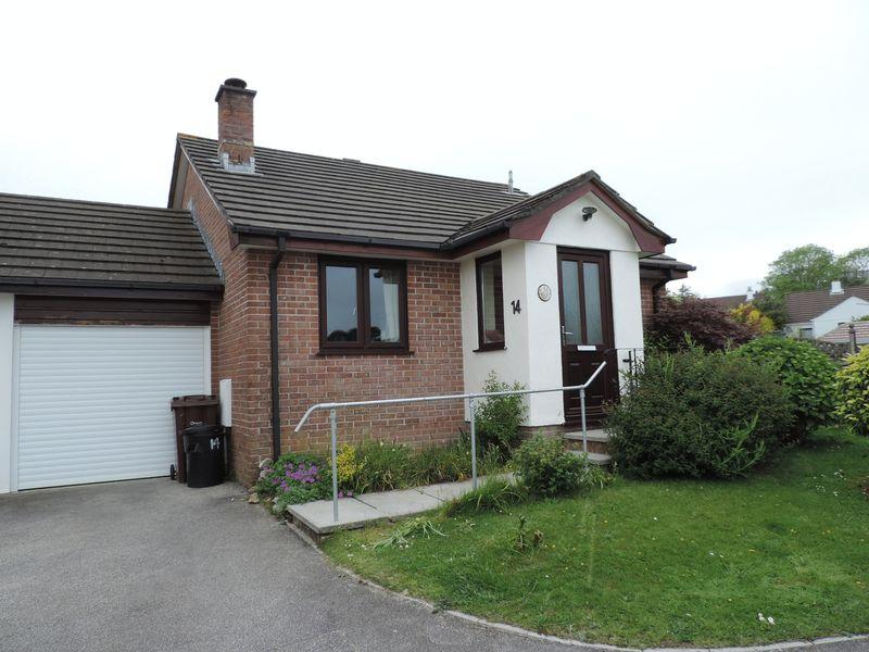 2 Bedrooms Detached Bungalow for sale in Carrine Road, Truro