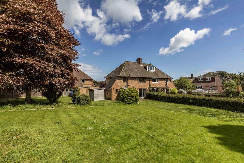 3 Bedrooms Semi Detached House for sale in Lodge Road, Old Bedhampton, Havant