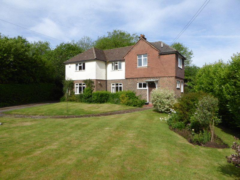 4 Bedrooms Detached House for sale in Green Lane, Chipstead